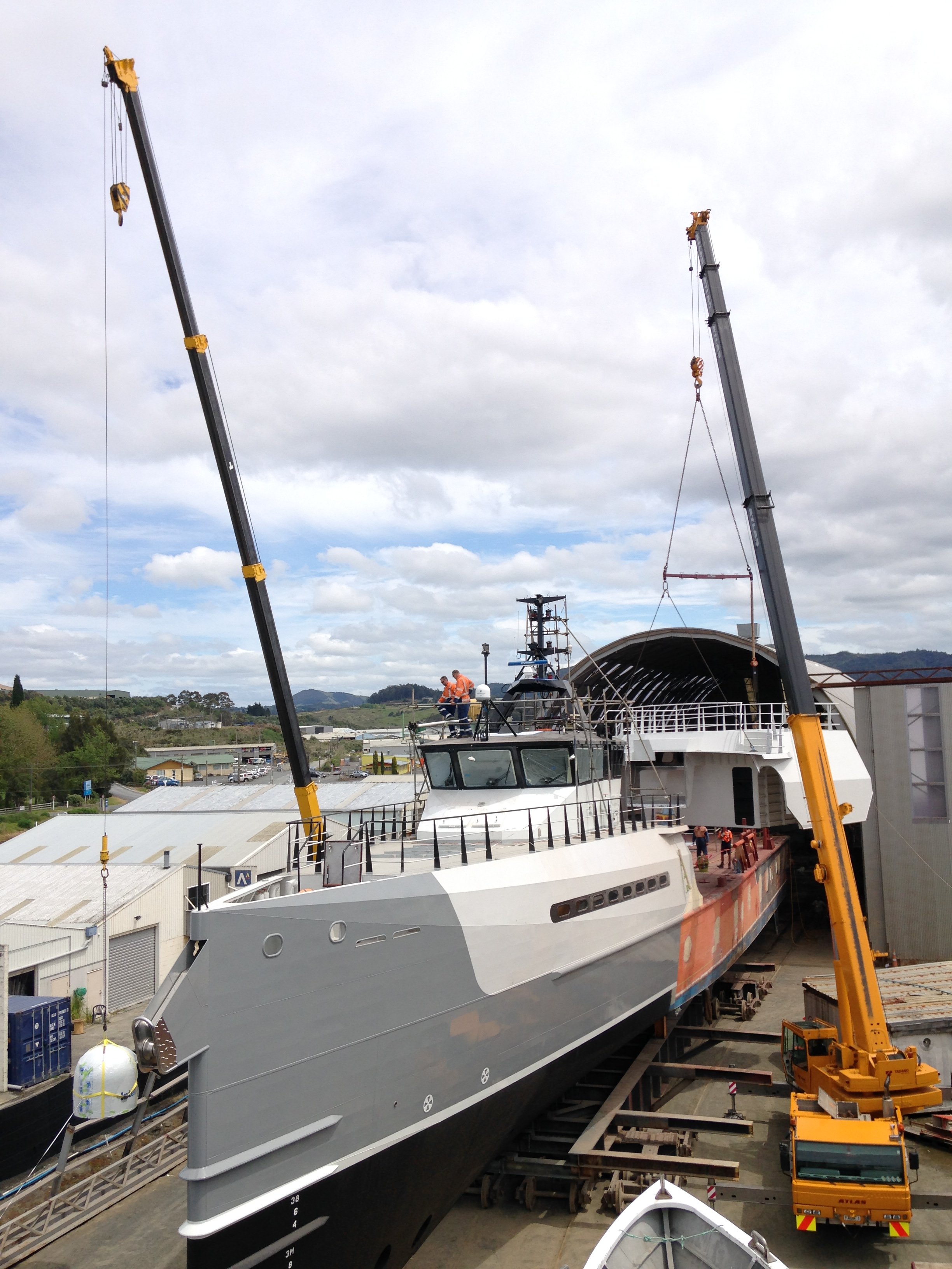 Oceania Marine - Lifting on New Submarine Garage